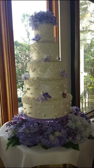Purple flowers and pearls cake!