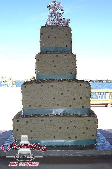 Gorgeous ocean blue ribbons and pearls cake!