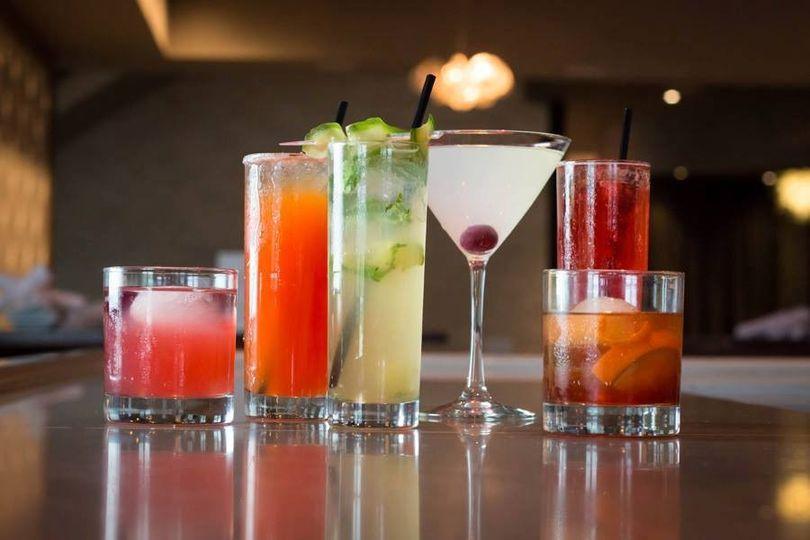Embassy Suites Olathe beverages