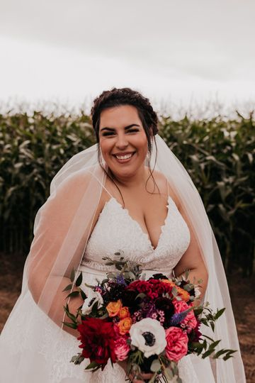 Breathtaking bride and bouquet