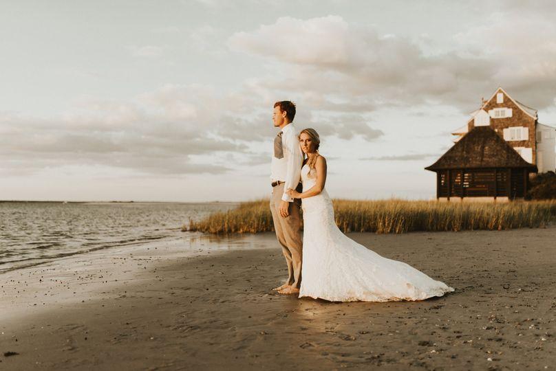 weddingcouple barn and water 51 1981235 159604551916777