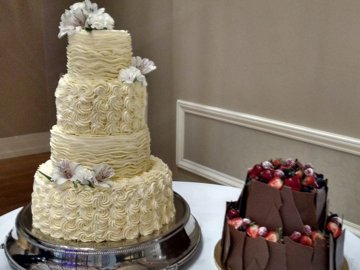 Tmx 37269410 2489111831102600 7869397241901875200 O 51 1223235 160477060780730 Essexville, MI wedding cake