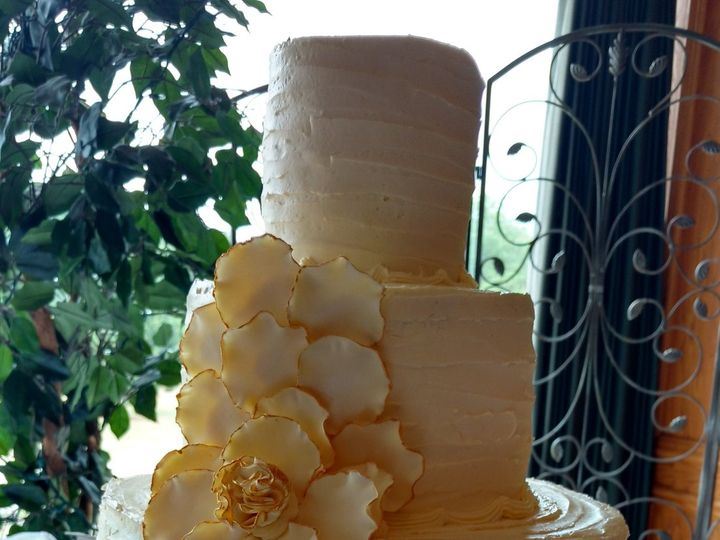 Tmx 39900439 2572420199438429 9152290749012770816 O 51 1223235 160477043527721 Essexville, MI wedding cake