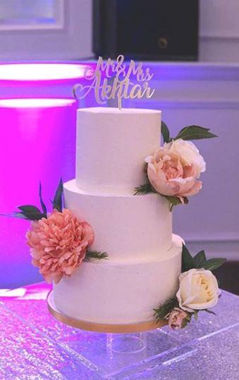 White Butter Cream & Flowers