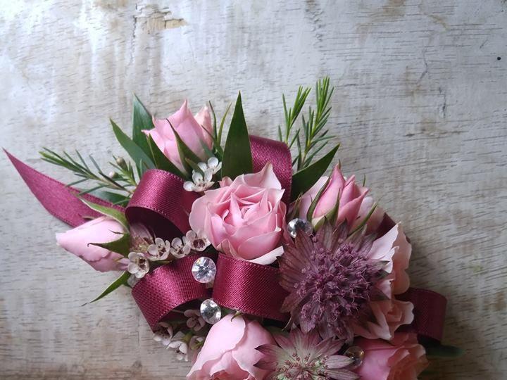 Tmx 22489695 1688071891263588 8463310611091739513 N 51 74235 Easton wedding florist