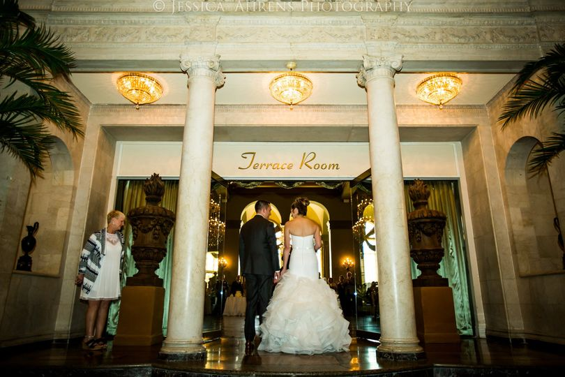 800x800 1505330210947 statler city wedding photos buffalo ny jessica ahr