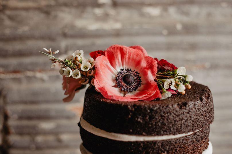 Modern floral naked cake