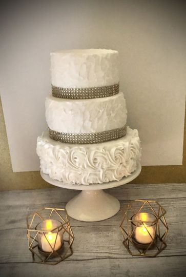 Buttercream cake with rosettes