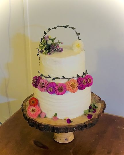 Natural flowers cake