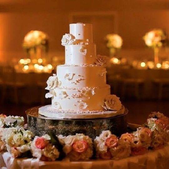 e8fa29fb0e1aa433 pink wedding cake