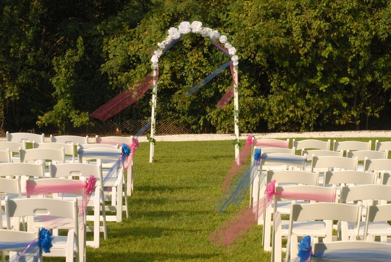 Blue and red aisle decoration
