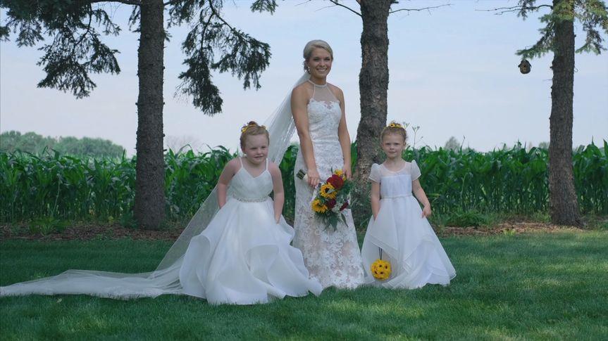 Bride and flowergirls - Media Potion
