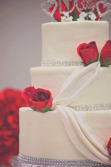 Bling Swags and Roses are popular wedding cake designs