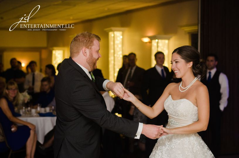75aa2c7ec4d8741a 1529597651 db54de885a952812 1529597634877 15 Wedding DJ 16