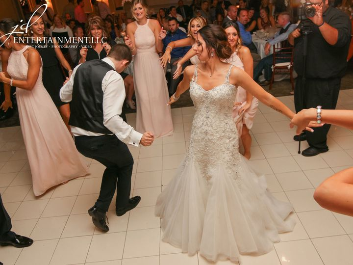 Tmx 1529597610 5d9cdf12aa3f801c 1529597608 B369a53ae1f46272 1529597588270 2 Wedding DJ 2 Clinton Township, MI wedding dj