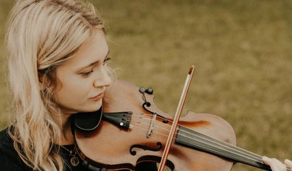 Zoe, Solo Violinist