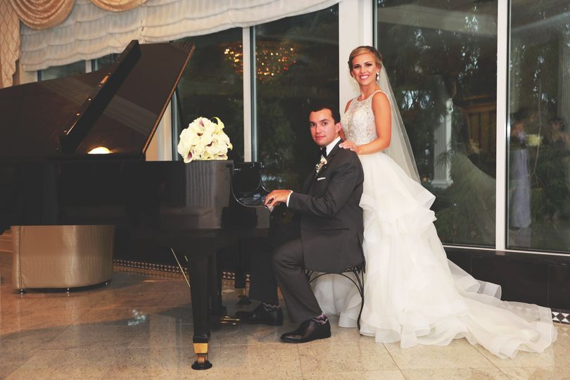 Couple and piano - Faymus Media