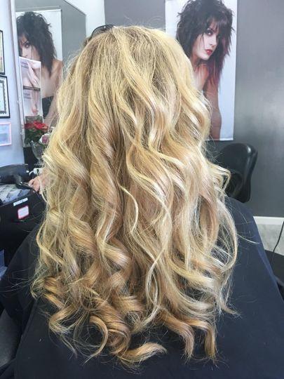 Blonde color + waves
