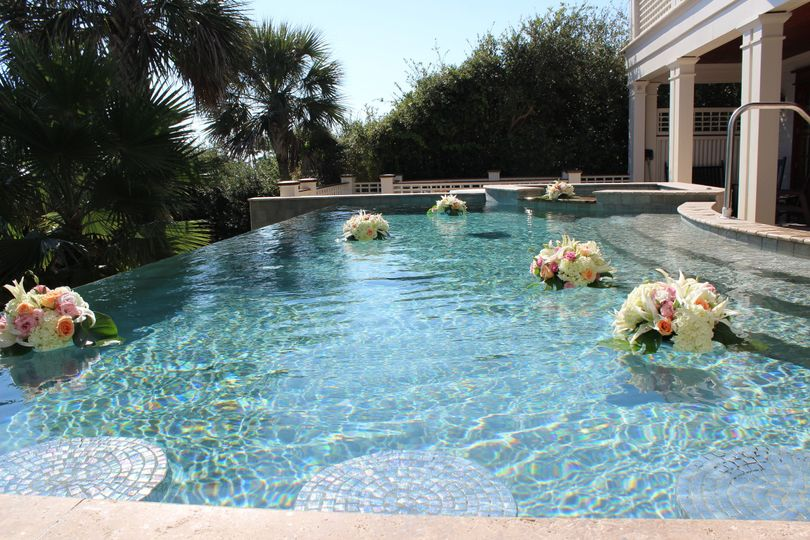 Floating pool arrangements
