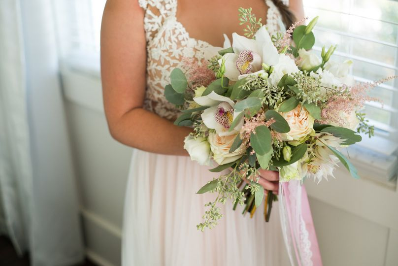 Bouquet of white and peach flowers