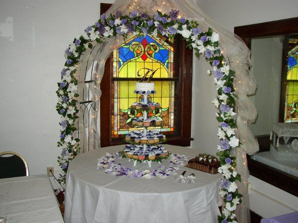 Royal View Hall ~ Wedding cake with Purple Arch
