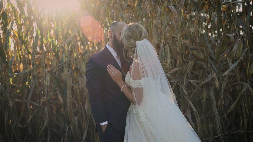 A kiss amid the green - Daniel Cronk Productions