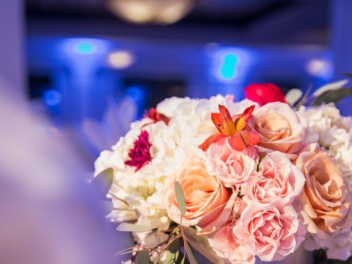 Tmx 1516152699 36d09ec996dc7043 1516152697 0afb825a412b9590 1516152695653 7 27215778329 826faa Brooklyn, New York wedding florist