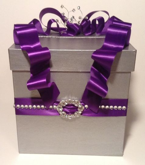 Silver and plum one tier card box