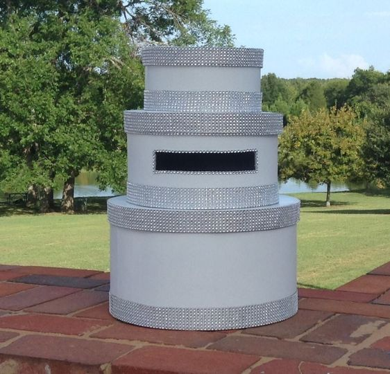 White and silver three tier card box