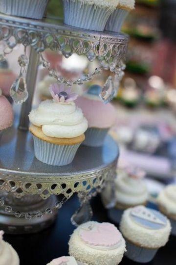 Charming wedding cupcakes