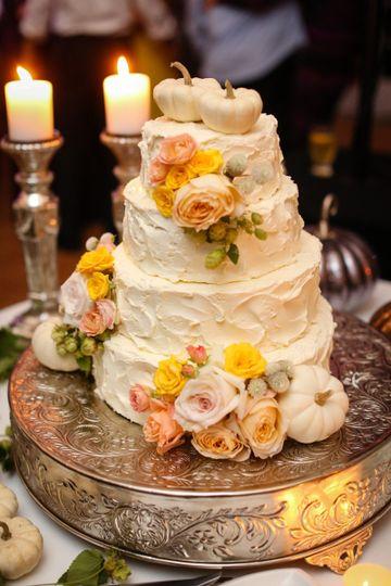 Dainty wedding cake