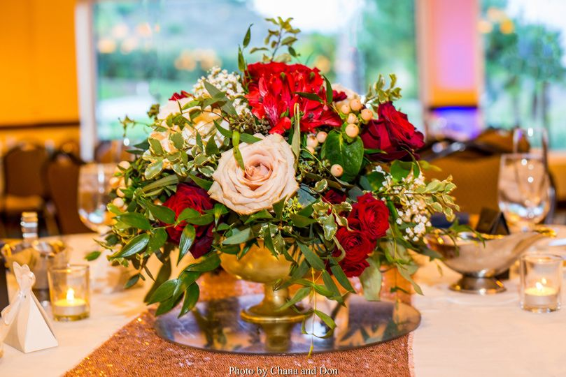 Red, cream, blush centerpiece
