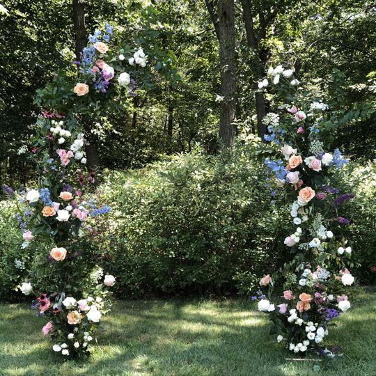 Garden-style open arch
