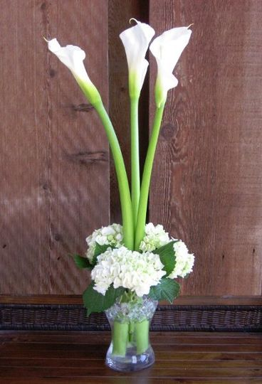 Centerpiece of white hydrangea and calla.