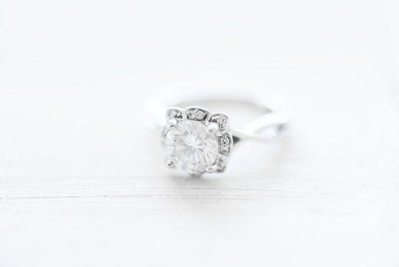 White ring shot