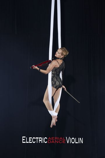 Aerial Violin Show for Cocktail party or reception