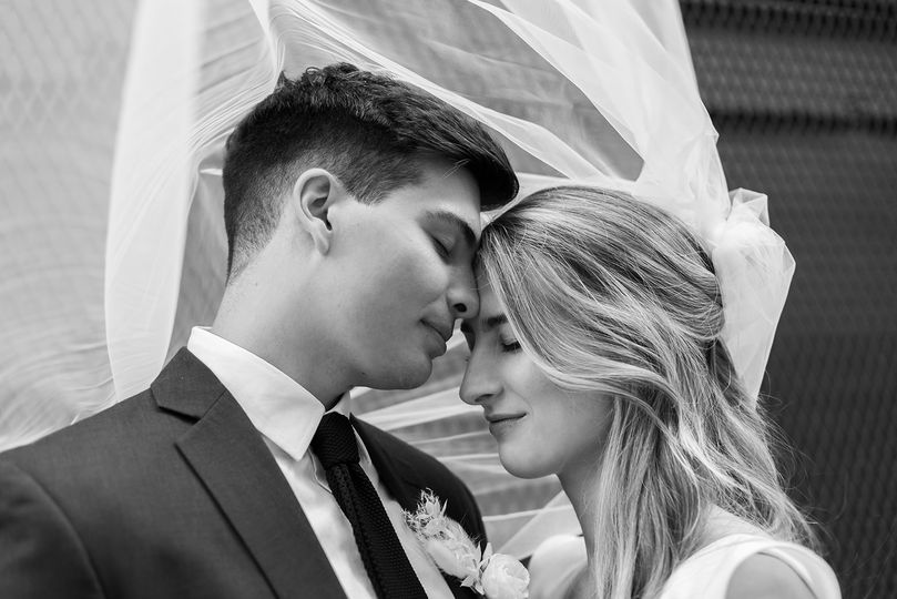 Newlyweds in black and white - Nicole Donnelly Photography