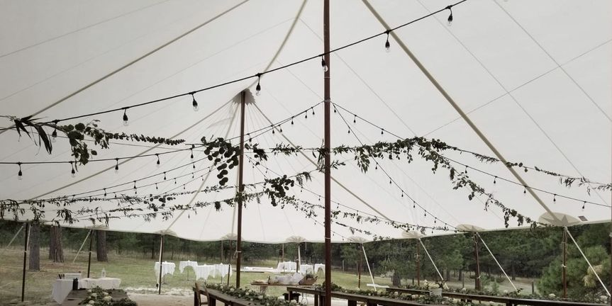 String lights reception decor