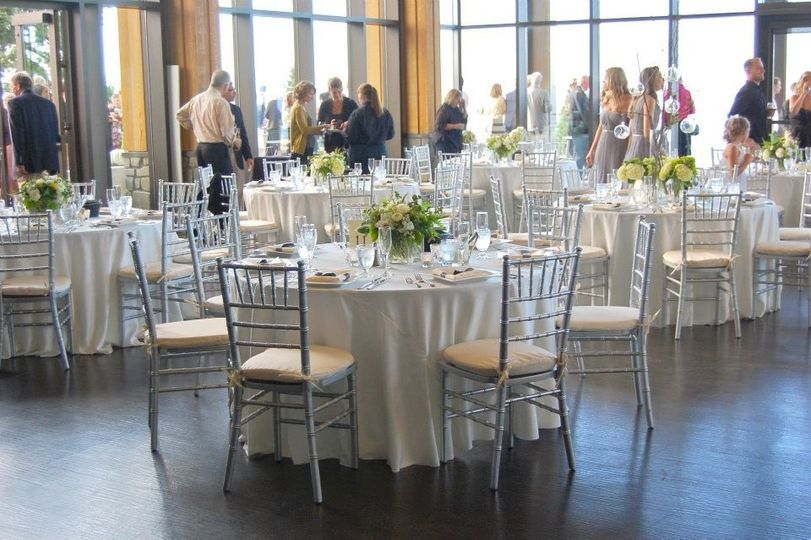 800x800 1354134892293 whiteandsilverguesttable