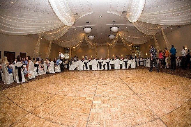 800x800 1489003867233 Chandelier 1489003857709 009 1368028411265 Prom 2 1489004069981 Wedding
