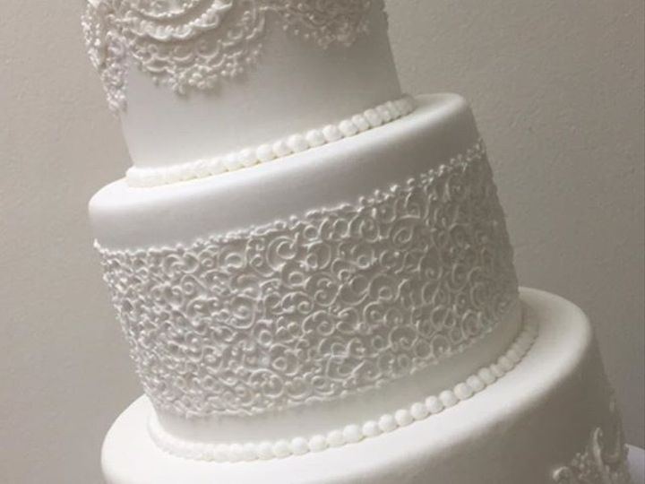 Tmx 43617689 761668864172384 6902079632273475581 N 51 106835 Ventura, California wedding cake
