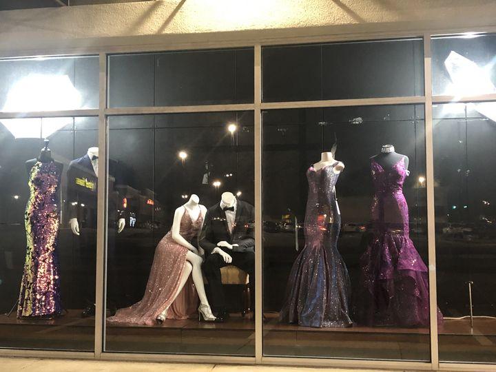 Live storefront display
