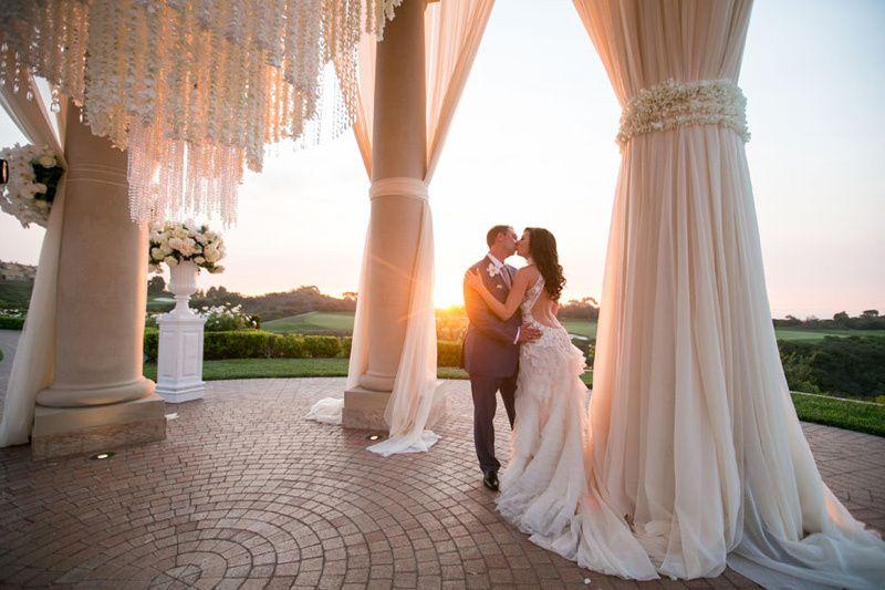 romantic real wedding photo happy couple 51 1026835