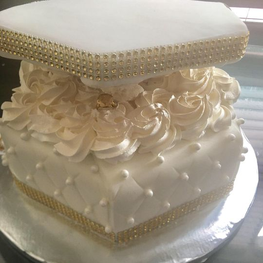 Butter cream cake with fondant
