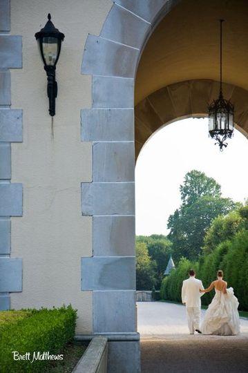 Oheka Castle | Holding hands