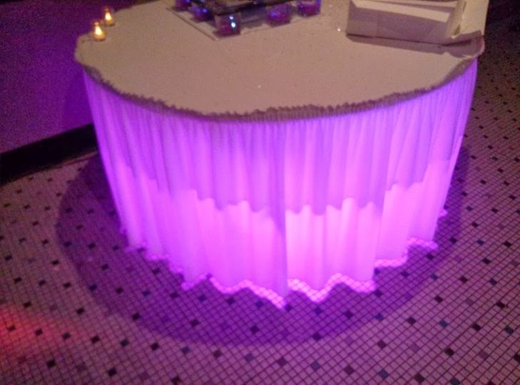 Illuminated wedding cake table