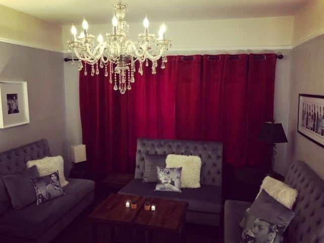 The Charming Mini-Lounge