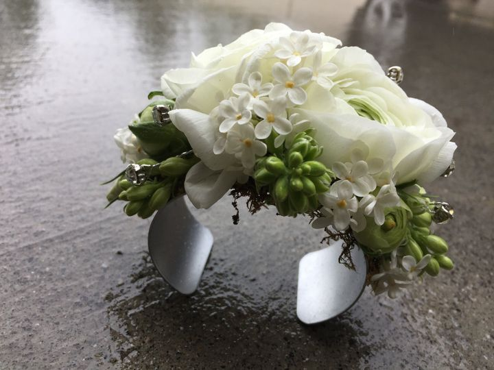 Cuff corsages