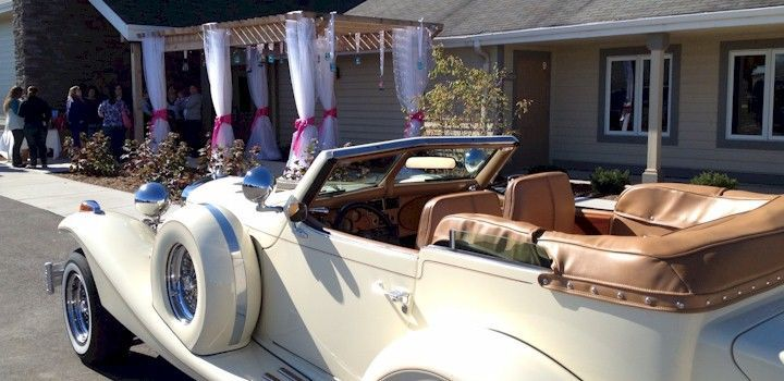 Wedding car for the couple