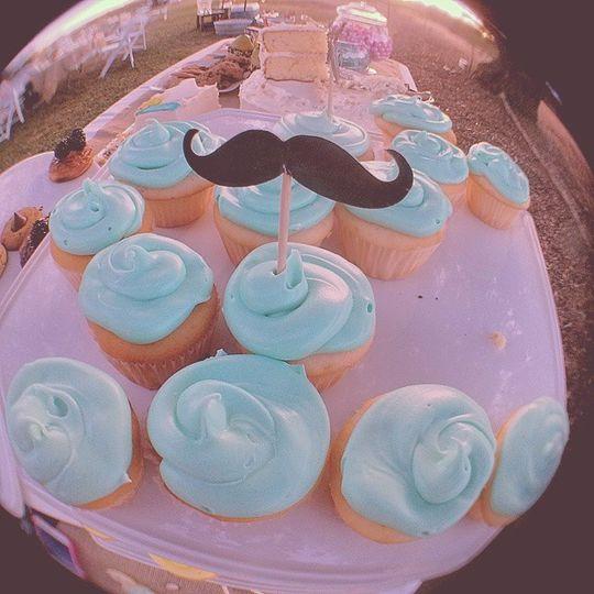 Lololol @ mustachioed cupcakes!